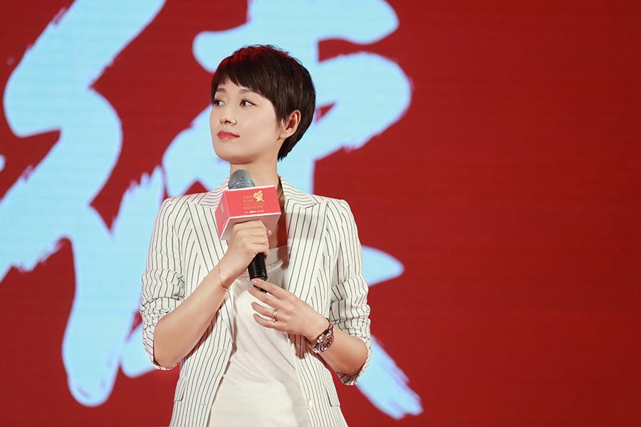 马伊琍获颁中国青年领袖 感叹做演员何其幸福