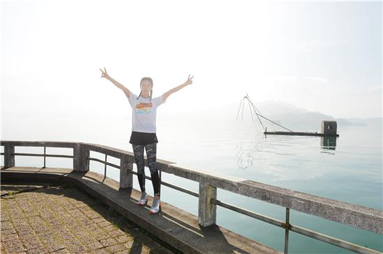 张雨绮活力现身马拉松活动 长跑美少女元气满分