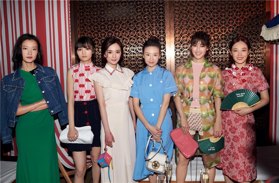 """""""不简单少女""""春夏出席品牌活动 古灵精怪表达时尚态度"""