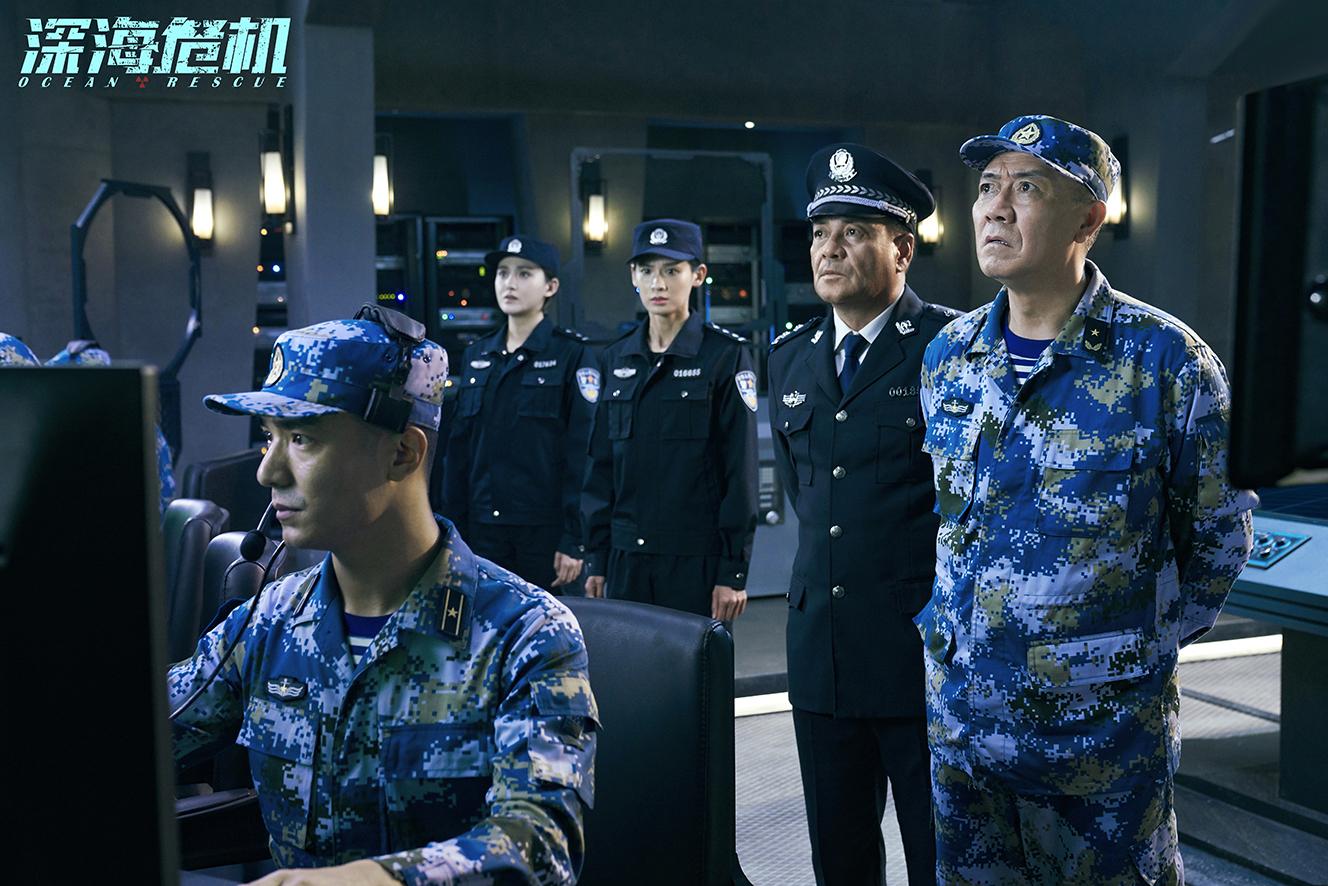 电影《深海危机》首曝海报 吴昊宸首挑特战队长展硬朗气质