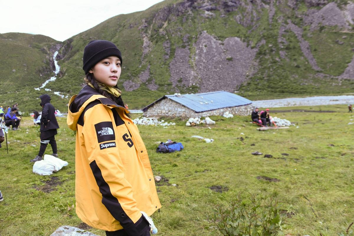 欧阳娜娜《各位游客请注意》 高原徒步挑战升级勇登4600米垭口