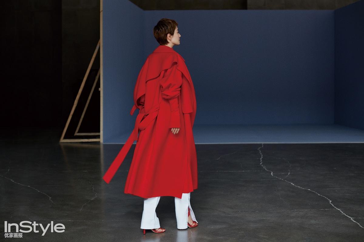 马伊琍最新封面公开  异形鞋跟演绎秋冬风尚