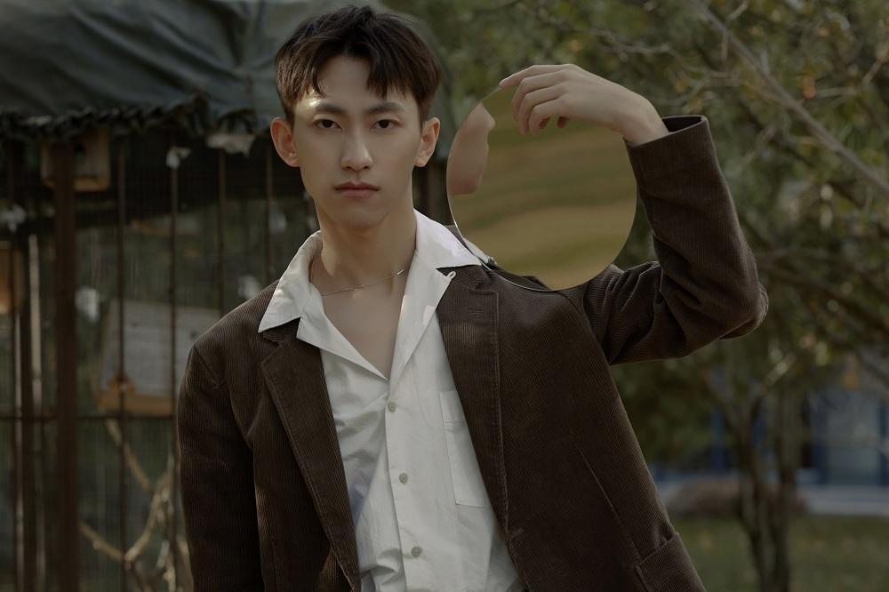 俞彬最新EP《TONE》首發  成長是踩著荊棘盛放成玫瑰