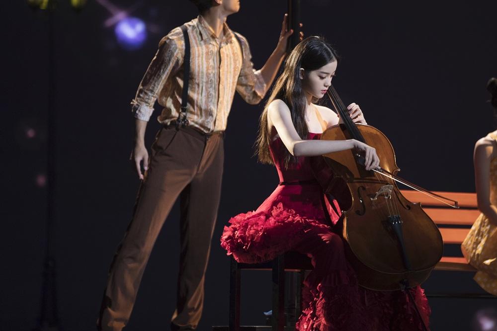 欧阳娜娜受邀担任金鸡奖闭幕式表演嘉宾,大提琴演奏《岁月》