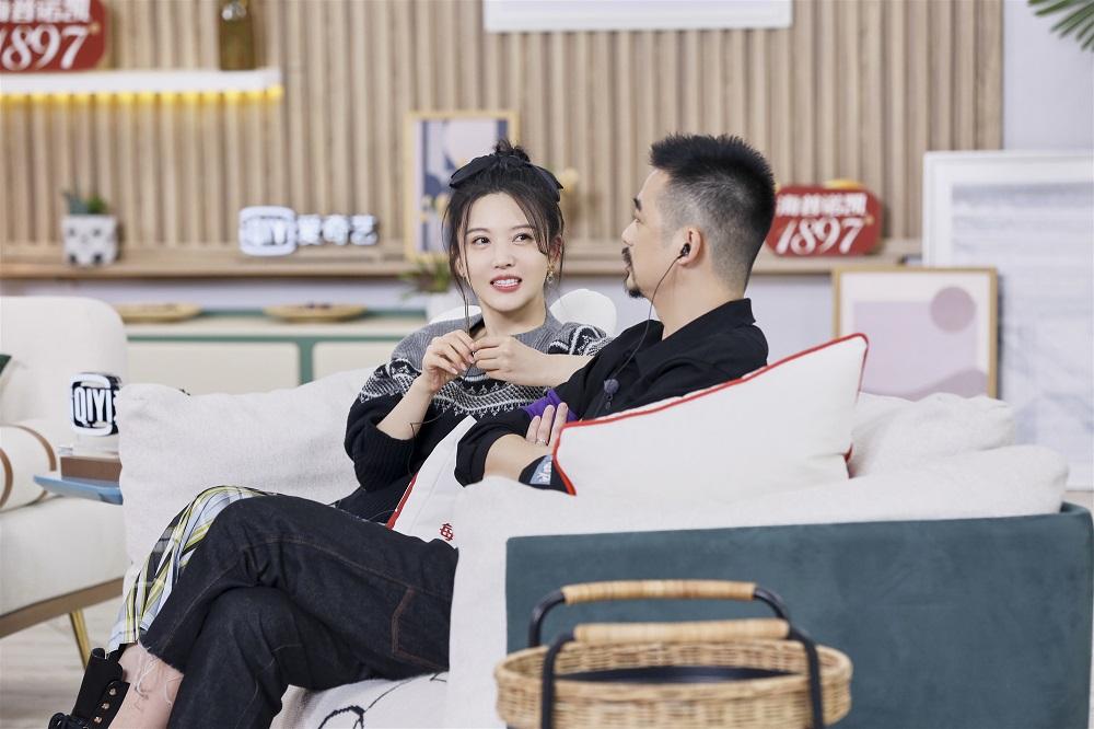 """杨子姗《做家务的男人2》展新技能 和老公吴中天被称""""神仙爱情"""""""