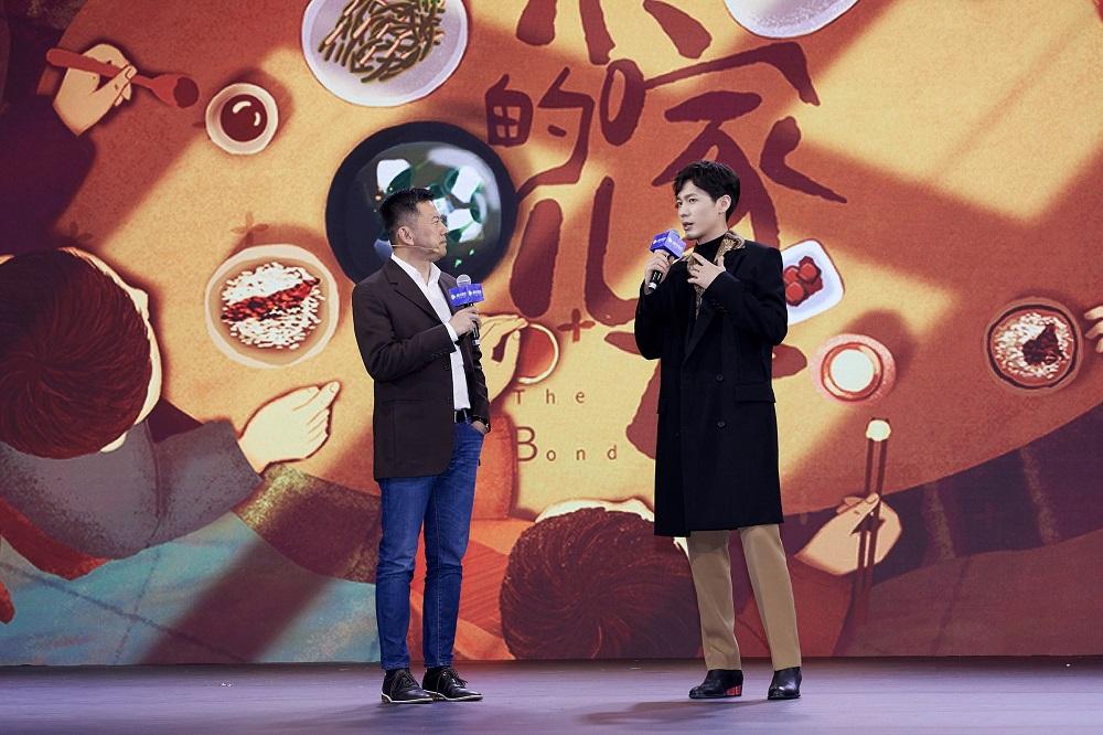 白宇携《乔家的儿女》出席活动  剧中'长兄如父'戏外风趣幽默